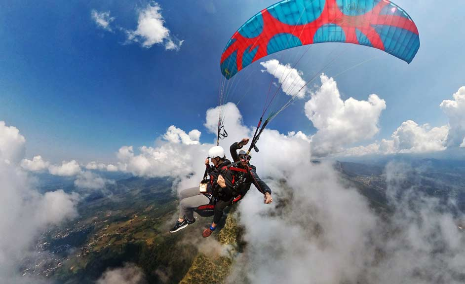 Paragliding tandem flight in Valle de Bravo